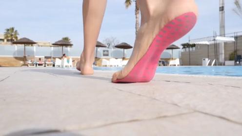 世界上最轻薄的鞋子,只需贴在脚面上,网友:踩到石子怎么办