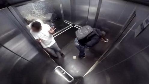 """恶搞:男子电梯内,不小心蹦出""""特殊液体"""",路人顿时脸色大变!"""