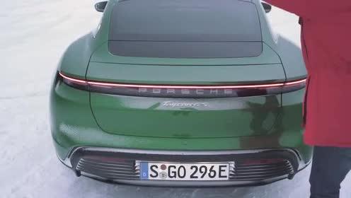 性能十足的保时捷Taycan 4S雪地漂移展示!