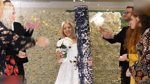 罕见!英国高颜值单亲妈妈举行特殊婚礼 新郎居然是一张毯子