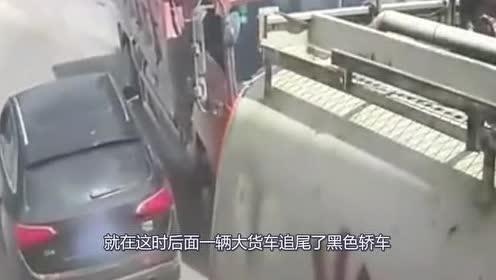 女司机猛打方向!大货车直接侧翻!还是没能躲过死神