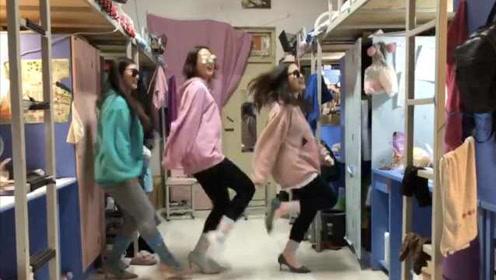 老师要求学生将古诗词拍成视频,学生穿睡衣高跟鞋演绎