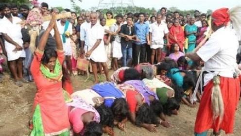 """印度最""""奇怪""""习俗:每年这月,女性为了有""""好孕"""",直接躺地上排成一排?"""