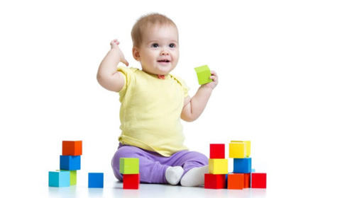 孩子的玩具越多越好?玩具不在多、重在精,3岁前买这两种就够了