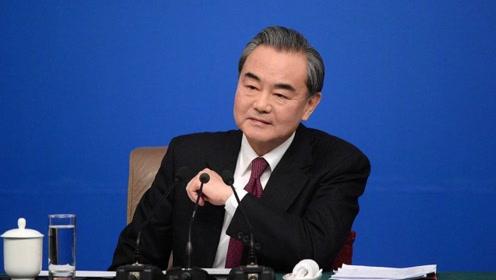 """这一年 美方疯狂""""乱港涉疆""""攻击抹黑中国 王毅:中国人民看清了"""
