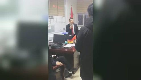 信访局局长怒斥欠薪企业 1天帮农民工讨薪200余万元