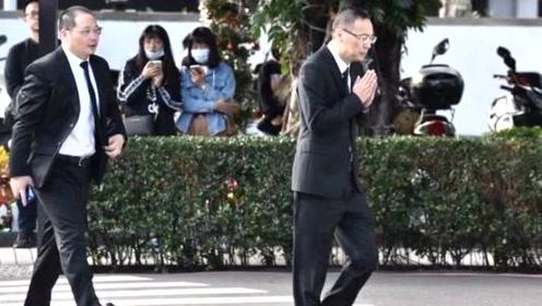 """浙江卫视代表出席高以翔追悼会 """"痛悼以翔""""致意 双手合十为他祈祷"""
