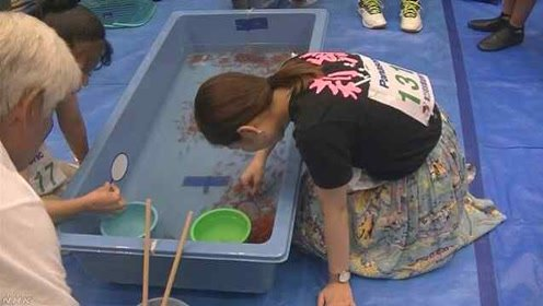 牛!日本女高中生靠捞金鱼考上大学,年年都获奖