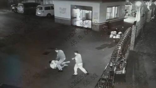 贼胆包天!男子凌晨进入派出所偷窃 还没走出大门就被抓