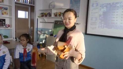 语文老师成段子手,课堂上打快板教东北话,学生听着可得劲儿