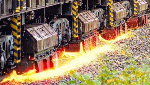 """这才叫""""火车"""",轮子一路火花四溅,其实是在打磨铁轨"""