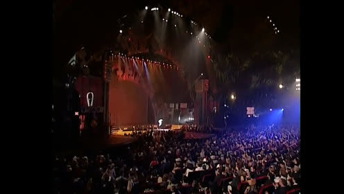 别人开演唱会是选地方开,只有他是选国家开,至今无人超越
