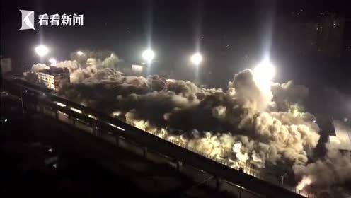 武汉闹市区一次性对19栋楼进行爆破拆除