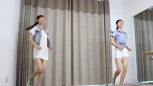 漂亮女孩跳广场舞,根本看不够