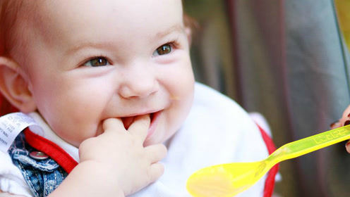 孩子经常吃手别不当回事,可能会要了孩子的命,妈妈们万万别大意