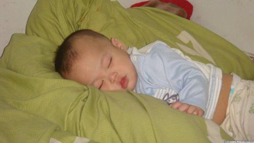 2个月宝宝睡了一觉变弱智,竟因这样的枕头,你还敢给孩子用吗?