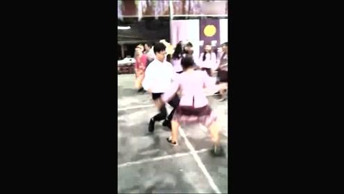 实拍泰国的超级尬舞,真的是太尴尬了
