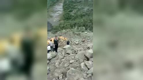 茂县滑坡救援现场持续发布