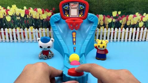 海底小纵队巴克队长和可爱巧虎玩桌面弹球玩具