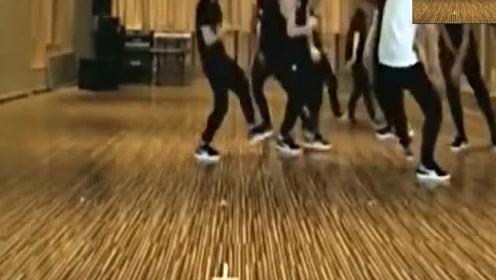 最近火热的洗脑神曲Panam,C哩C哩明星舞蹈版,这个歌真能配任舞蹈