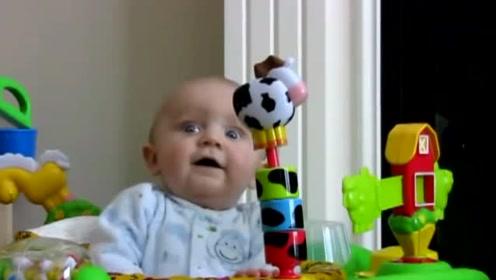 妈妈在擦鼻涕,宝宝先瞪眼后惊讶再大笑,这表情动作堪称小影帝