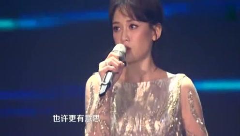 陈乔恩谢娜跨年演唱会《可以不可以不勇敢》伤感几乎全程哭着唱完