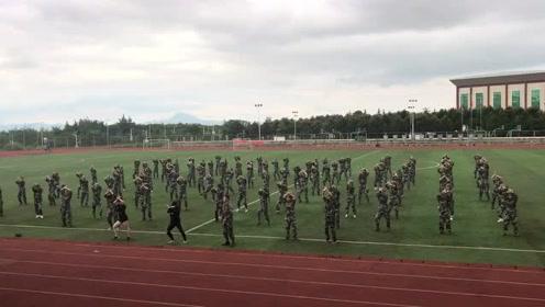 太销魂了!云南一高校女生军训 演绎舞蹈版《凉凉》