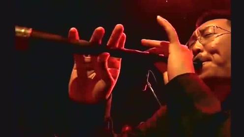 低调神秘的歌手开口唱歌就被认出来了,太火了!