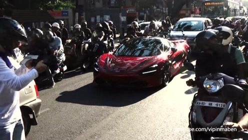 价值500万一辆迈凯伦开上印度街头,瞬间被摩托党盯上了!