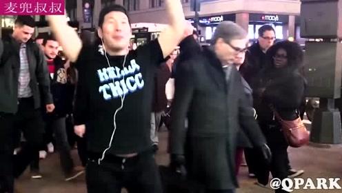 男子街边大跳韩舞,路人:这不会是个傻子吧!