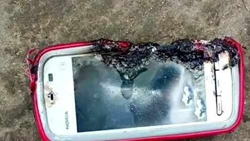 印度18岁少女边充电边打电话 手机突然爆炸致其死亡