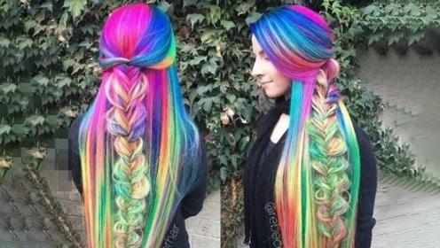 澳洲女子因彩虹头发走红,13年未剪过头发