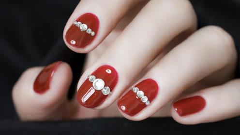 酒红色钻式气质美甲 超显手白不做平凡路人甲