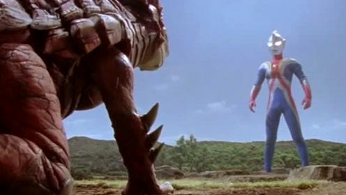 高斯奥特曼对战怪兽,人类拆解炸弹,地球面临双重危机