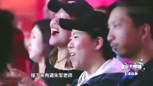 杨钰莹变白娘子唱《千年等一回》朱军演济公 现场掌声不断