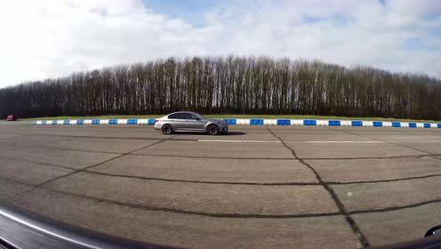 梅赛德斯-AMG E63S跟宝马M5的直线较量