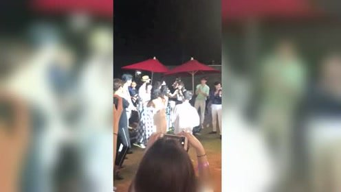 胡夏在颖儿婚礼上动情演唱《那些年》网友:耳朵要怀孕了