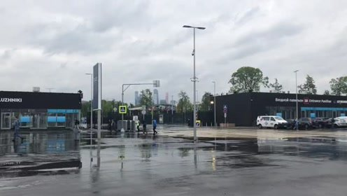 距世界杯开幕还有不到两天,但卢日尼基体育场外静悄悄