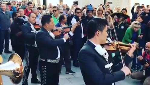 墨西哥流浪者乐队现场经典表演 街头征服莫斯科观众