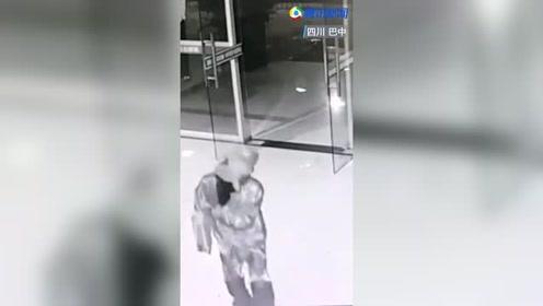 戏精本人!男子穿《楚乔传》同款刺客服盗万元公款