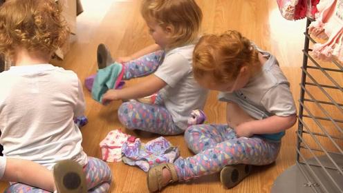 妈妈带五胞胎出门买小内内,宝宝还现场试穿,内内外穿也太好笑了