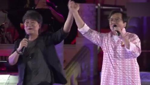 成龙周华健老友再同框 合唱《朋友》掀起回忆杀