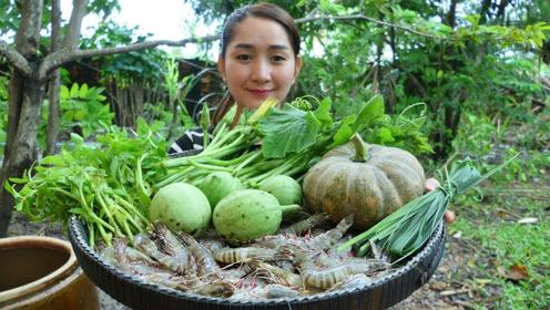 柬埔寨女子秀厨艺,弄来大虾、南瓜、小西瓜,看看她是什么吃法