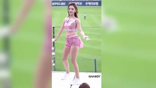 看到如此甜美可爱的长腿美少女啦啦队,这就是要去现场看球的原因