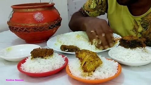印度小伙挑战吃五人份的饭,这胃到底是啥做的,这么能吃