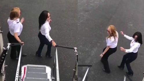 女飞行员飞机滑行时出舱门 挑战魔性Kiki舞