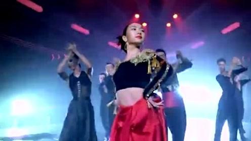 《新舞林大会》毛晓彤红裙红唇太妖娆,舞姿霸气第一眼就被征服!