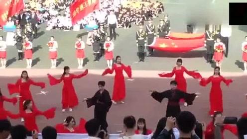 班级女生运动会开场跳《红昭愿》没想到被混在里头的男生惊艳了
