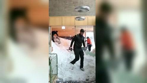 雪崩袭击酒店 多名用餐游客瞬间被掩埋