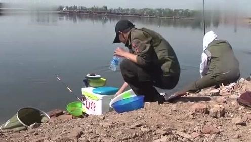 """钓鱼:3.9米手竿搏击巨物,上演真实""""人鱼拔河""""遛鱼过程贼刺(4)"""
